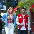 """""""Sophie Turner et sa compagne Joe Jonas sont allés diner dans le quartier de East Village à New York, le 9 mai 2017."""""""