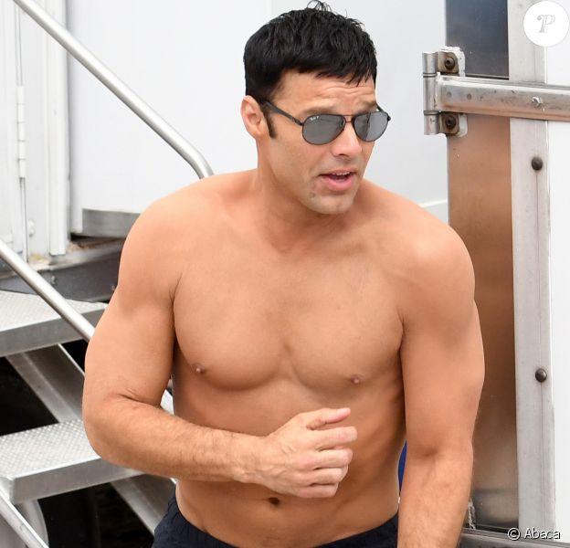 Ricky Martin, sans ses tatouages, sur le tournage de Versace : American Crime Story à Miami, le 18 mai 2017
