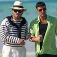 """Edgar Ramirez (dans le rôle de Gianni Versace) et Ricky Martin (dans le rôle de Antonio D'Amico) sur une plage pendant le tournage d'une scène de la saison 3 de la série """"American Crime Story"""" à Miami, Floride, Etats-Unis, le 8 mai 2017. © CPA/Bestimage"""