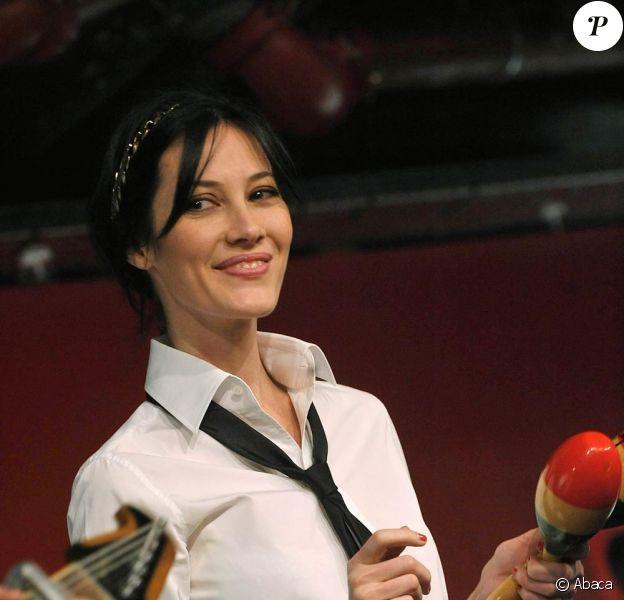 Mareva Galanter fait un showcase à la Fnac Montparnasse. 22/01/09