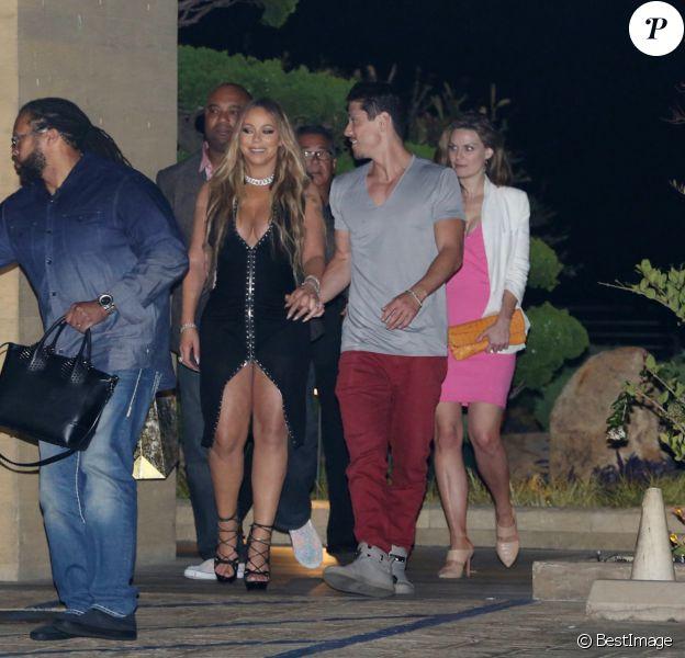 "Mariah Carey et son compagnon Bryan Tanaka (pantalon rouge) arrivent au restaurant ""Nobu"" à Malibu, le 22 mai 2017. © CPA/Bestimage"