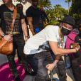 """Alec Monopoly, Floyd Mayweather, Jr.au défilé de mode Philipp Plein dans la villa """"La Jungle du Roi"""" lors du 70ème festival de Cannes le 24 mai 2017."""