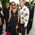 """Paris Hilton et son compagnon Chris Zylka au défilé de mode Philipp Plein dans la villa """"La Jungle du Roi"""" lors du 70ème festival de Cannes le 24 mai 2017."""