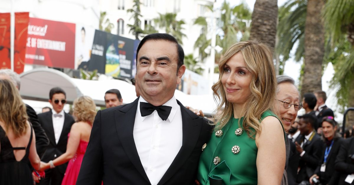 carlos ghosn et sa femme carole mont e des marches du film l 39 amant double lors du 70e festival. Black Bedroom Furniture Sets. Home Design Ideas