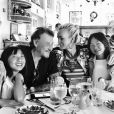 Laeticia Hallyday déjeune avec son mari Johnny et leurs filles Jade et Joy - Photo publiée sur Instagram le 26 mai 2017