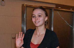 Lily-Rose Depp : Sans maquillage à Tokyo pour rencontrer ses fans