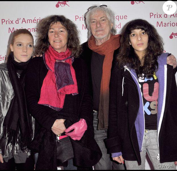 Florence Arthaud et sa fille Marie avec Hugues Aufray et sa petite-fille au Prix d'Amérique Marionnaud, le 25/01/09