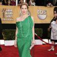 Christina Applegate, le vert lui va si bien, moulée dans une fabuleuse robe verte Ungaro aux SAG Awards
