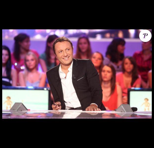 """Arthur dans """"Les enfants de la télé"""" sur TF1."""