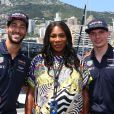 Serena Williams entourée de Daniel Ricciardo et Max Verstappen au Grand Prix de Monaco le 28 mai 2017.