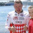 Mika Häkkinen et sa fille lors de la 1re édition du Riviera Water Bike Challenge disputé en mer entre Nice et Monaco, le 4 juin 2017, au profit des actions de la Fondation Princesse Charlene de Monaco. © Claudia Albuquerque / Bestimage