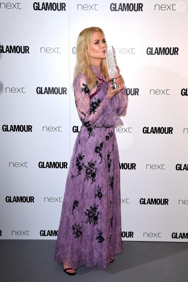 "Nicole Kidman (Film Actress Award) - ""Glamour Awards 2017"" à Berkeley Square. Londres, le 6 juin 2017."