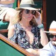 Laura Smet et son compagnon Raphaël - Personnalités dans les tribunes lors des internationaux de France de Roland Garros à Paris. Le 10 juin 2017. © Jacovides - Moreau / Bestimage