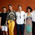 Laury Thilleman (Miss France 2011) avec son compagnon Juan Arbelaez, son père Fabrice, sa mère Sophie, son frère Hugo et sa soeur Julie - Les célébrités au village des internationaux de tennis de Roland Garros à Paris le 4 juin 2017.