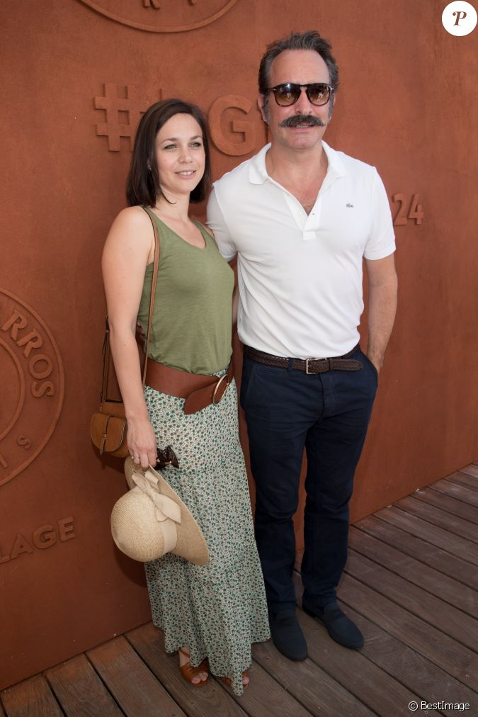 Jean dujardin et sa compagne nathalie pechalat au village for Compagne de jean dujardin