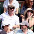 Jean Dujardin et sa compagne Nathalie Péchalat dans les tribunes lors de la finale homme des Internationaux de Tennis de Roland-Garros à Paris, le 11 juin 2017. © Jacovides-Moreau/Bestimage