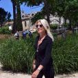 """Marie Sara, candidate """"La République En Marche"""" pour les législatives dans la 2ème circonscription du Gard, a fait le tour de différents bureaux de vote pendant la journée du second tour le 18 juin 2017, en compagnie de sa suppléante Katy Guyot et de son directeur de campagne Manuel Gabari. Marie Sara a été battue par Gilbert Collard, député FN sortant, par 123 voix d'écart."""