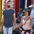 Semi-Exclusif - Benoît Paire et sa compagne Shy'm se promènent dans les rues de Brooklyn à New York, le 23 août 2016.