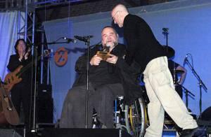 Phil Collins endeuillé par le décès de son ami John Martyn, légende de la folk...