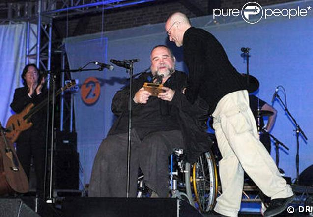 Phil Collins remet un Lifetime Achievement Award à son ami John Martyn