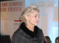 Sharon Stone, hyper sexy pour sa rencontre avec... un jeune admirateur ! Quelles gambettes !