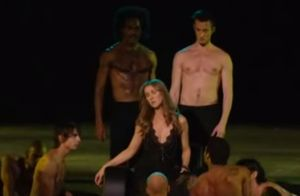 Céline Dion : Sensuelle sur scène, premières images de ses concerts français...