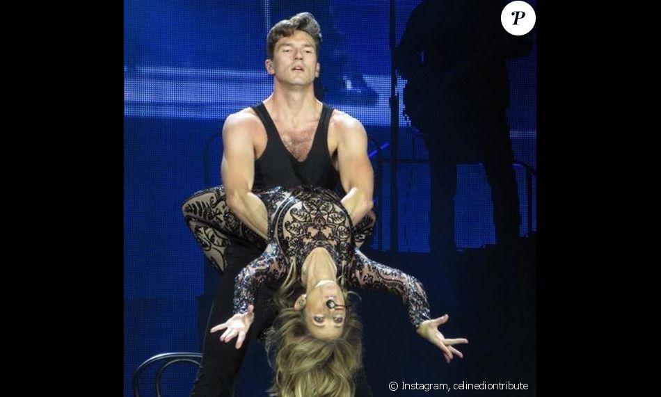 Céline Dion, sensuelle sur le titre Le Ballet, à Bordeaux, le 29 juin 2017