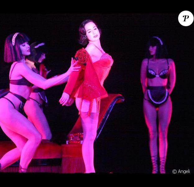 Dita Von Teese pendant les répt' de son nouveau show au Crazy Horse paris