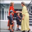 Lady Diana accompagnant les princes Harry et William pour la rentrée des classes en septembre 1989 à Londres.