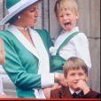 Lady Di, le prince Harry, qui tire la langue, et le prince William lors de la parade Trooping the Coloour en juin 1986, à Londres.