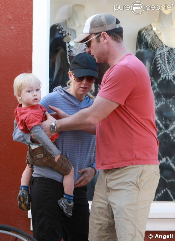 Le couple Naomi Watts-Liev Schreiber en promenade avec Alexander, fils aîné