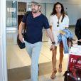 Gerard Butler et sa compagne Morgan Brown arrivent à l'aéroport de Toronto, le 16 septembre 2015