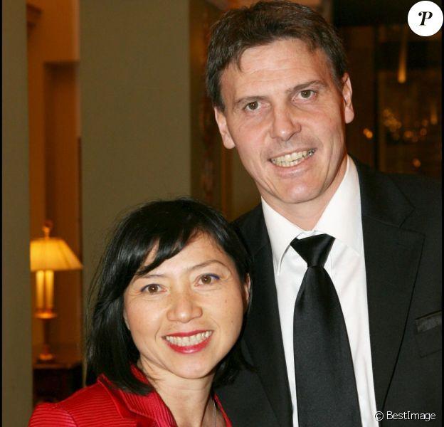 Anh Dao Traxel et son époux Emmanuel à Paris, le 11 décembre 2006.