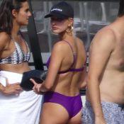 Hailey Baldwin : Bikini moulant pour une sortie en bateau avec Joe Jonas