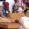 Hailey Baldwin passe la journée en bateau avec Joe Jonas et Wilmer Valderrama à Miami, le 7 juillet 2017