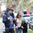 Ben Affleck et Jennifer Garner emmènent leurs enfants Violet, Seraphina et Samuel à l'église à Los Angeles, le 7 mai 2017