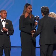 Michelle Obama remet à Tim Shriver, fils d'Eunice Kennedy Shriver, le Prix Arthur Ashe du Courage aux ESPY Awards 2017. Los Angeles, le 12 juillet 2018.