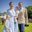 La princesse Victoria, le prince Daniel et leurs enfants la princesse Estelle et le prince Oscar - La princesse Victoria de Suède fête son 40ème anniversaire entourée de sa famille au château de Solliden sur l'île d'Oland le 15 juillet 2017, au lendemain de la date de sa naissance elle rencontre la population venue lui apporter des cadeaux