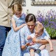 La princesse Victoria, ses enfants la princesse Estelle et le prince Oscar - La princesse Victoria de Suède fête son 40ème anniversaire entourée de sa famille au château de Solliden sur l'île d'Oland le 15 juillet 2017, au lendemain de la date de sa naissance elle rencontre la population venue lui apporter des cadeaux