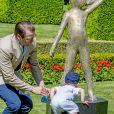 Le prince Daniel et son fils le prince Oscar- La princesse Victoria de Suède fête son 40ème anniversaire entourée de sa famille au château de Solliden sur l'île d'Oland le 15 juillet 2017, au lendemain de la date de sa naissance elle rencontre la population venue lui apporter des cadeaux