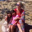 Laeticia Hallyday en vacances en Bretagne avec ses filles Jade et Joy le 15 juillet 2017