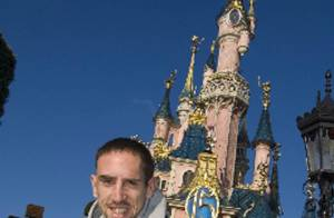 Quand Franck Ribéry revient en France avec sa petite famille...