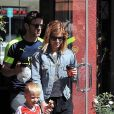 """Exclusif - Kate Mara et son fiancé Jamie Bell sortent du café chez Silverlake avec le fils de Bell à Los Angeles Le 13 mai 2017 Merci de flouter le visage des enfants avant publication  13 MAY 2017 Los Angeles, CA - EXCLUSIVE Kate Mara and Jamie Bell grab coffee in Silverlake with Bell's son. Kate walks the little guy out holding his hand. Jamie and his son are both wearing """"Fly Emirates"""" shirts. Kate keeps it simple in sweats and a striped tee paired with a denim jacket and sneakers.13/05/2017 - Los Angeles"""