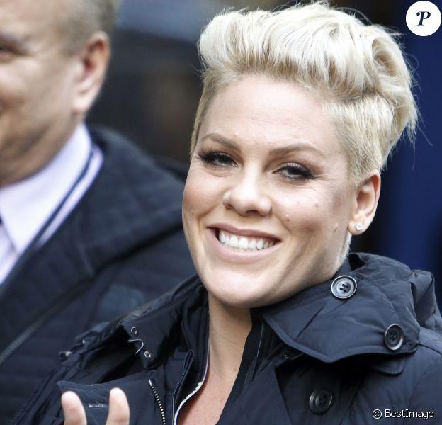 La chanteuse Pink quitte les studios ABC à New York le 30 novembre 2015.