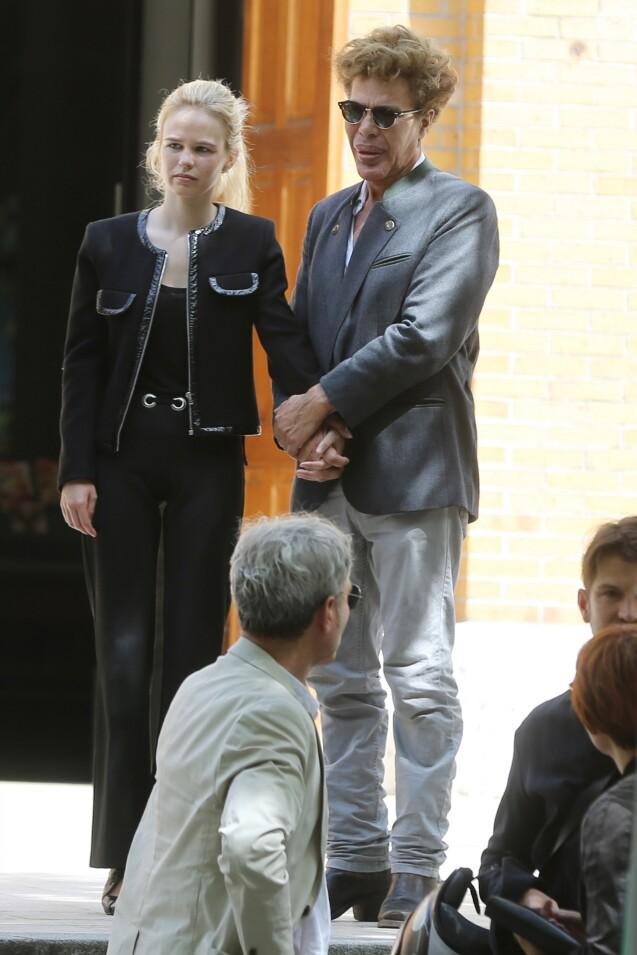 Igor Bogdanov et sa compagne Julie Jardon - Obsèques de Ludovic Chancel, le fils de Sheila, en l'église Notre dame d'Eylau à Paris, le 17 juillet 2017. Il a ensuite été enterré au cimetière des Arches à Louveciennes.