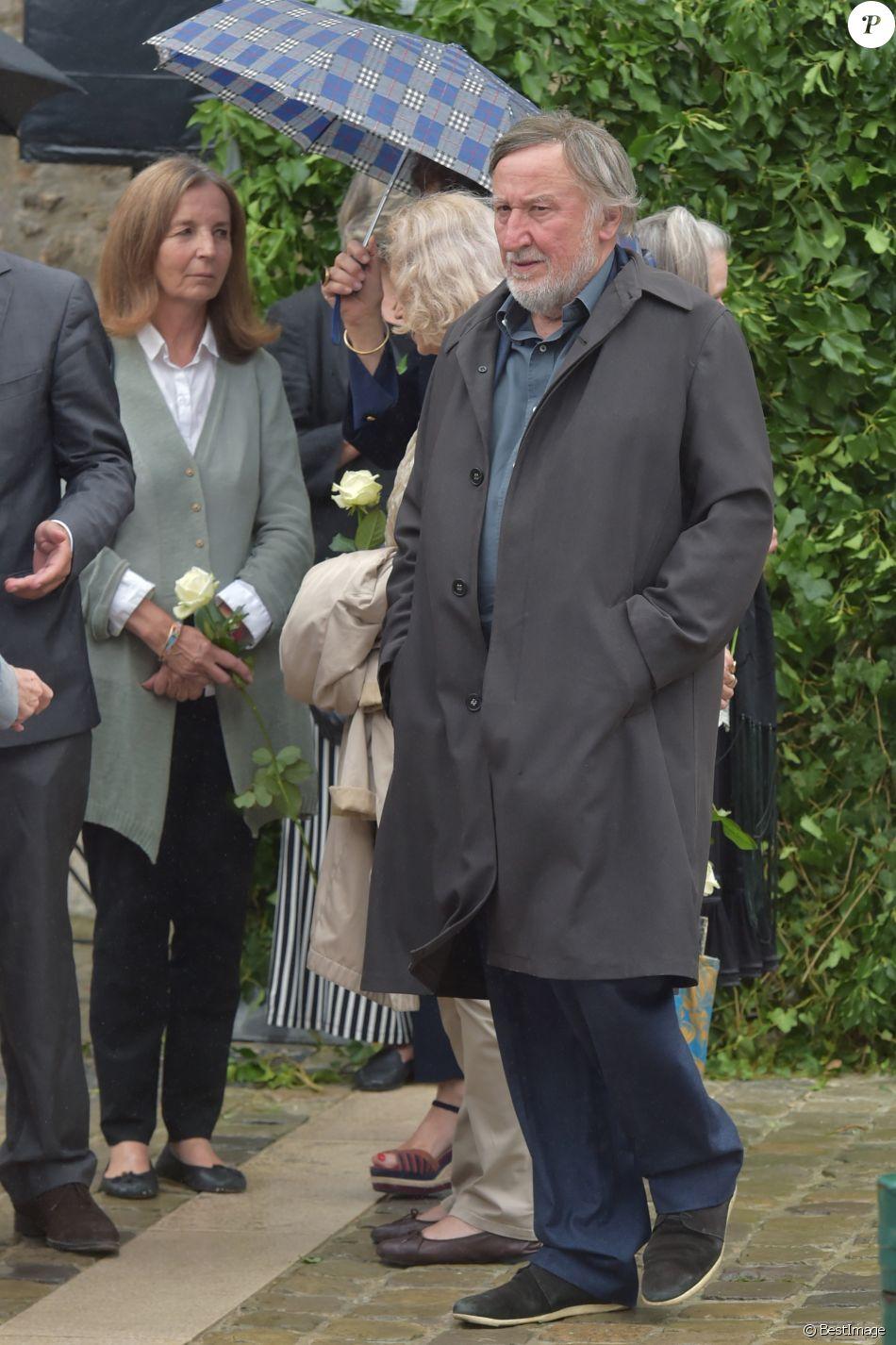 Jean fran ois balmer lors des obs ques de claude rich en l 39 glise saint pierre saint paul d - Jean francois balmer et sa femme ...