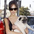 JESSICA ALBA ET SON CHIEN A LOS ANGELES 3707935 Jessica Alba leaves the vet in Los Angeles on September 30, 2009 with her faithful pug friend.30/09/2009 - Los Angeles