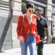 Kendall Jenner visite une exposition dans une galerie du quartier de Soho à New York, le 30 juillet 2017.