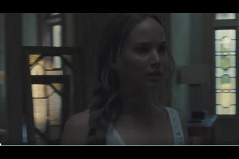 """Jennifer Lawrence, une """"Mother"""" angoissée et terrifiante pour son amoureux"""