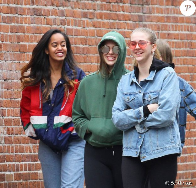 Malia Obama et des amies à New York, le 26 mars 2017.